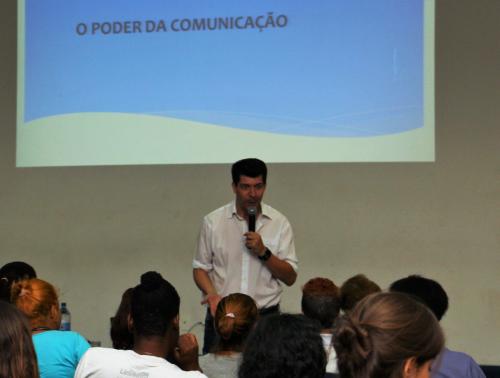 Atendidos do IPH recebem palestra de Comunicação