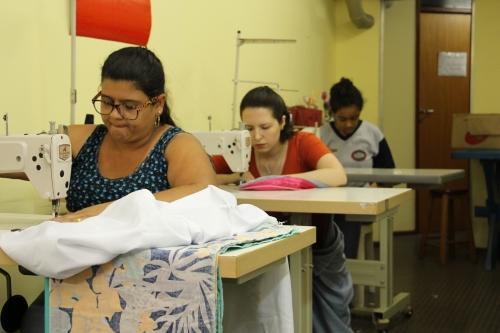 MARIAS CHEIAS DE GRAÇA -  Atelier de Costura e Geração de Renda